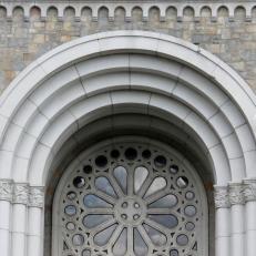 Les Canadiens désertent les églises mais pas la religion