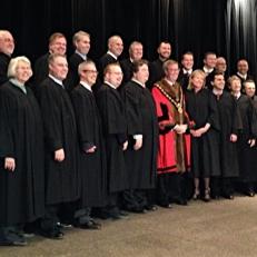 Le maire Jim Watson et 23 conseillers ont été assermentés, hier à Ottawa
